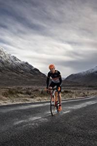 Фотографии Горы Дороги Велосипед Едущая Природа