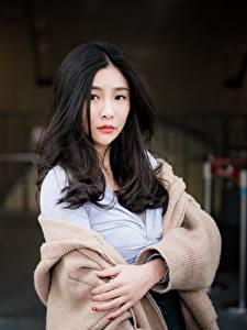 Картинки Азиатки Боке Брюнетки Волос Смотрит Свитере девушка