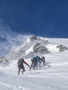Обои Горы Зима Альпенизм Ветер Снег Альпенист Спорт