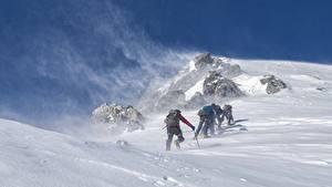 Обои Горы Зима Альпинизм Ветер Снега Альпинист Спорт