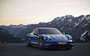 Обои Гора Porsche Синяя Спереди Taycan автомобиль