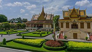 Картинка Ландшафтный дизайн Дворца Газоне Кустов Royal Palace Complex in Phnom Penh Cambodia Города