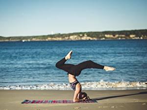 Картинка Море Пляж Йога Ноги Девушки