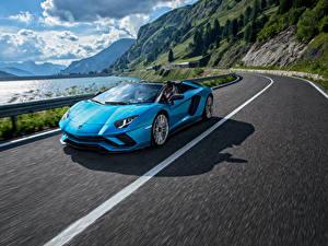 Обои Ламборгини Голубой Движение Родстер 2017-18 Aventador S Roadster Автомобили