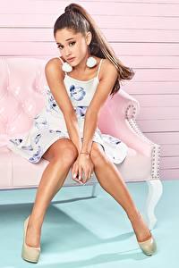 Обои Ноги Сидит Красивые Шатенка Модель Ariana Grande Знаменитости Девушки