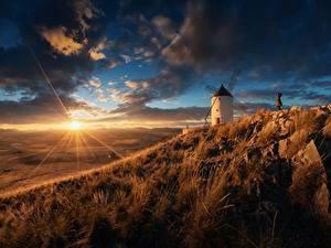 Обои Рассветы и закаты Небо Луга Испания Лучи света Солнце Мельница