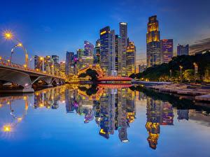 Фотографии Штаты Здания Речка Мосты Вечер Чикаго город Отражении Уличные фонари Города