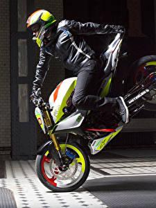 Фотографии BMW - Мотоциклы Мотоциклист Шлем 2015 Concept Stunt G 310
