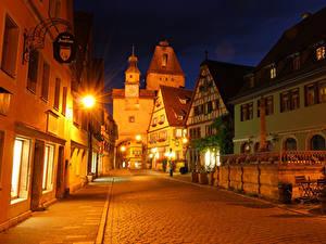 Картинки Германия Здания Улиц Ночью Уличные фонари Rothenburg город