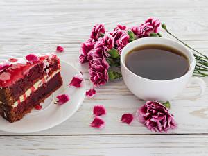 Фотография Кофе Гвоздики Торты Доски Чашка Лепестков Кусочек Продукты питания