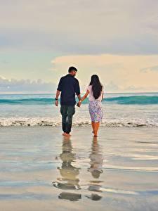 Картинки Море Волны Мужчины Любовники Вода Пляже Двое Идет Свидании Природа