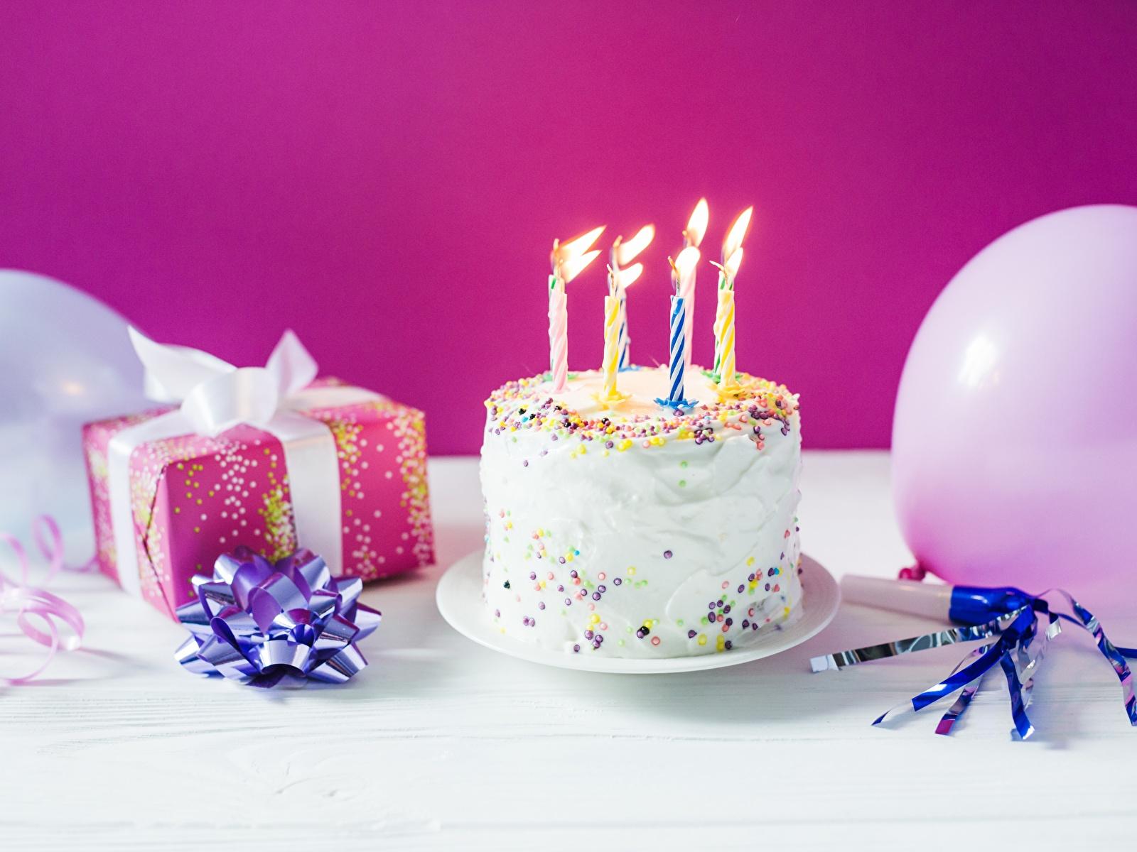 Фотография День рождения Торты подарков Пища Свечи Праздники 1600x1200 Подарки подарок Еда Продукты питания