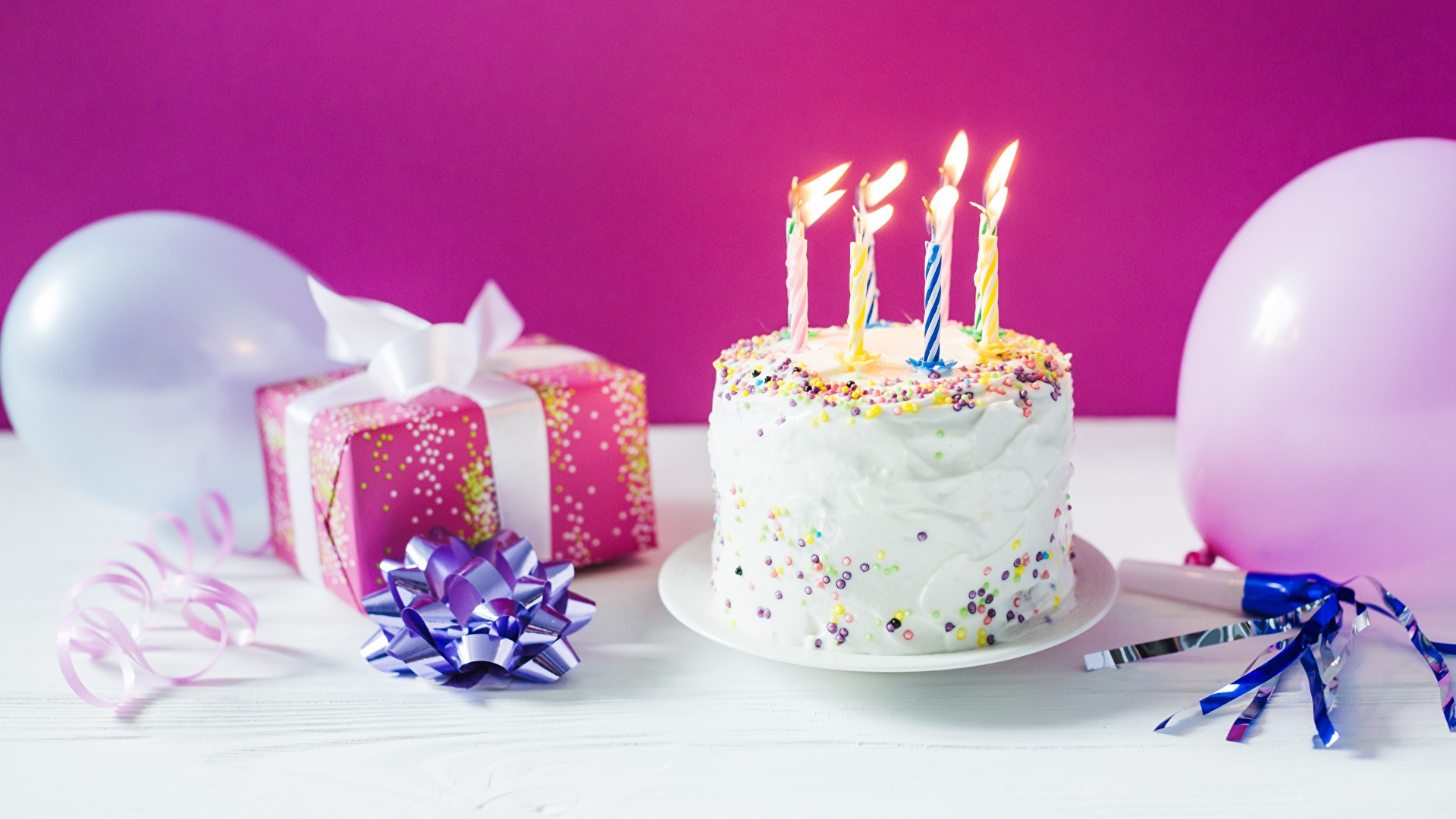 Фотография День рождения Торты подарков Пища Свечи Праздники 1920x1080 Подарки подарок Еда Продукты питания