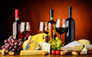 Фотографии Натюрморт Вино Виноград Сыры Лимоны Томаты Цветной фон Бутылки Еда
