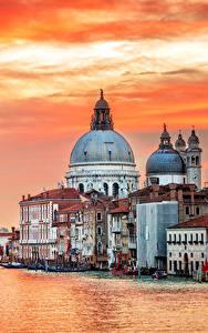 Картинки Италия Дома Пирсы Вечер Венеция Водный канал город