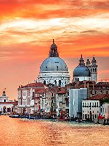 Картинки Италия Дома Пирсы Вечер Венеция Водный канал Города
