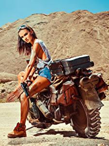 Фото Пистолеты Мотоциклист Очках Девушки