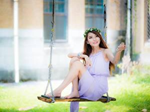 Картинки Азиаты Качели Платья Венком Боке Милые Сидит Ноги
