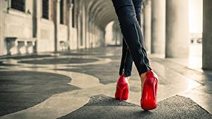 Фотография Крупным планом Ноги Туфлях Красный молодая женщина