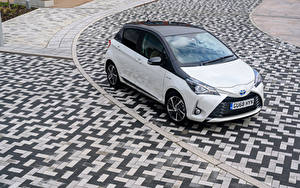 Обои Toyota Гибридный автомобиль Белый Металлик 2019 Yaris Hybrid  Y20 Авто