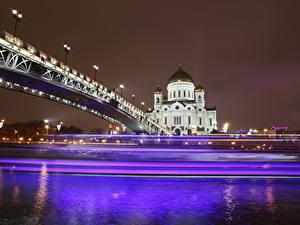 Обои Храмы Мосты Москва Собор Россия Ночью Едущий Cathedral of Christ the Saviour город