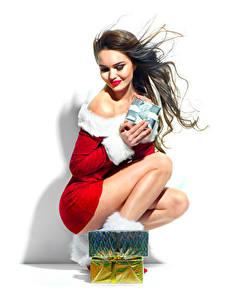 Обои Рождество Белый фон Шатенка Улыбка Подарки Девушки