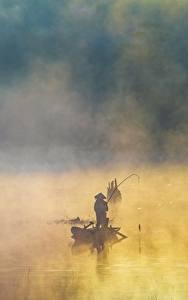 Фотографии Лодки Ловля рыбы Азиатки Тумане