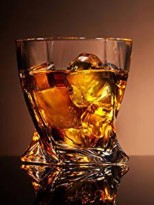 Фото Алкогольные напитки Виски Рюмка Лед Стакан Пища