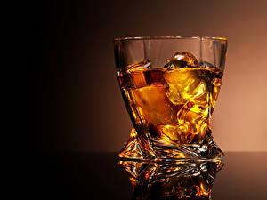 Обои для рабочего стола Алкогольные напитки Виски Рюмка Лед Стакан Пища