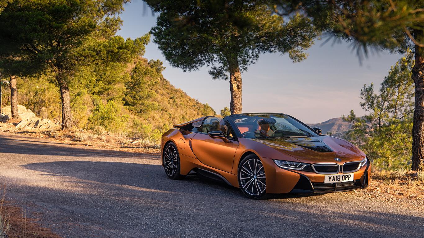 Обои БМВ 2018 i8 Родстер оранжевых машины 1366x768 BMW Оранжевый оранжевые оранжевая авто машина автомобиль Автомобили