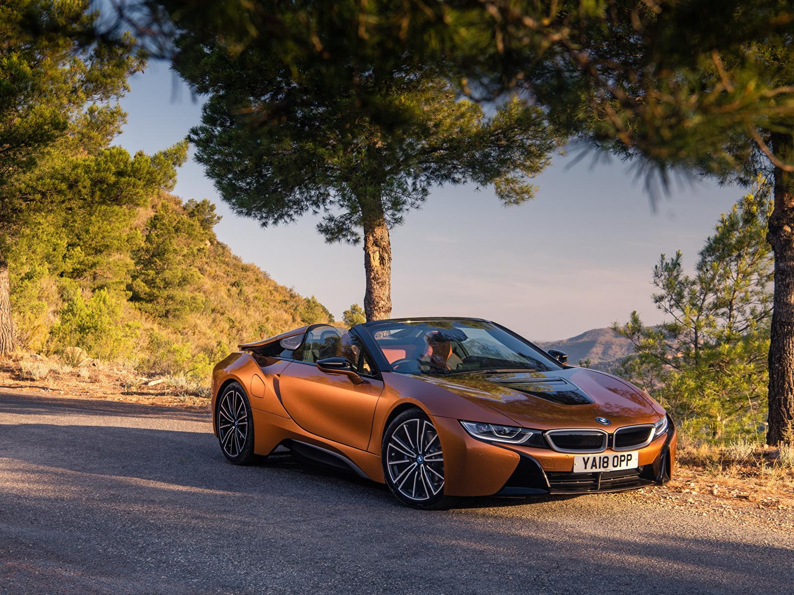 Обои для рабочего стола БМВ 2018 i8 Родстер оранжевых машины 1600x1200 BMW Оранжевый оранжевые оранжевая авто машина автомобиль Автомобили