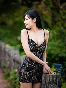 Фотография Азиаты Размытый фон Брюнетки Платья Руки молодая женщина