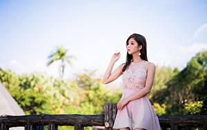Фотографии Азиатки Поза Платье Руки Взгляд молодые женщины