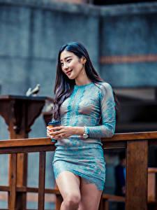Фотографии Азиатка Позирует Платье Улыбка