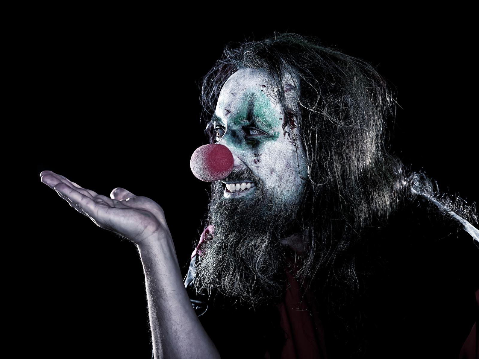 Фотографии Мужчины Макияж Клоун Борода Руки Черный фон 1600x1200 мейкап рука