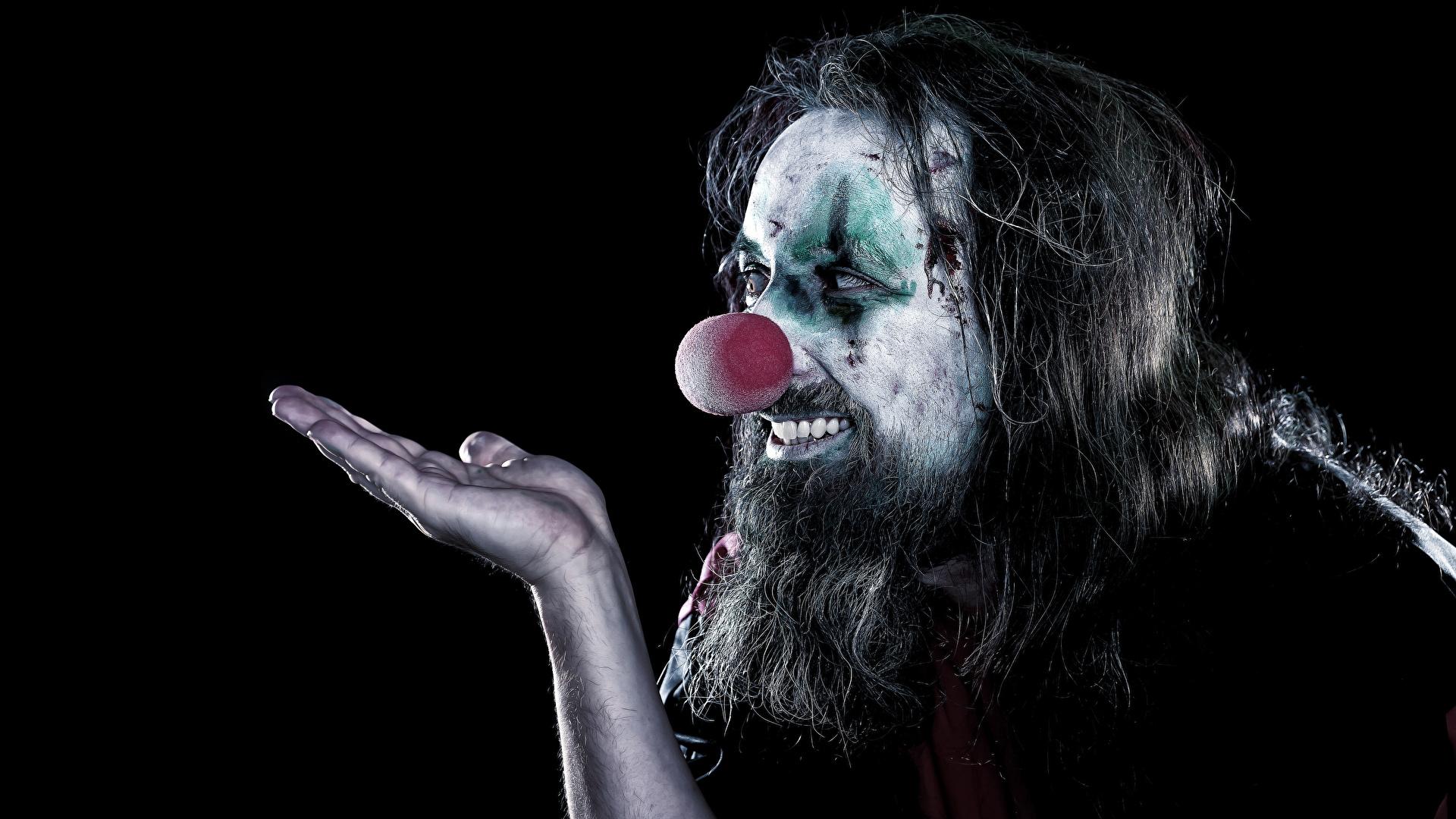 Фотографии Мужчины мейкап клоуны бородатые Руки Черный фон 1920x1080 Макияж косметика на лице Клоун клоуна Борода бородой бородатый рука на черном фоне