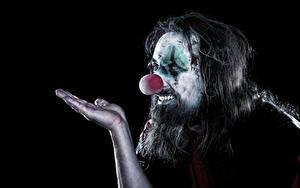 Фотографии Мужчины Черный фон Клоун Рука Макияж Борода