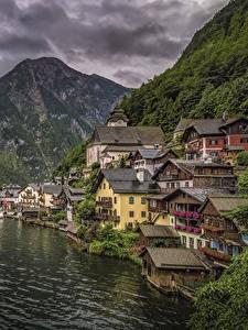 Обои для рабочего стола Халльштатт Австрия Дома Гора Озеро Причалы город