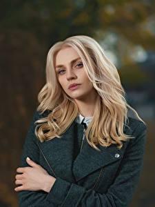 Картинка Боке Блондинки Смотрит Волос девушка