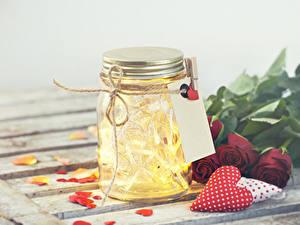 Картинки День всех влюблённых Розы Сердечко Банки Электрическая гирлянда цветок