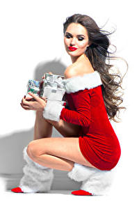 Картинки Рождество Белый фон Шатенка Униформа Подарки Девушки