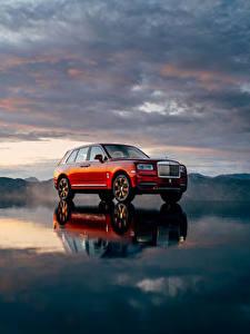 Картинки Rolls-Royce Красный 2018 Cullinan Worldwide Автомобили