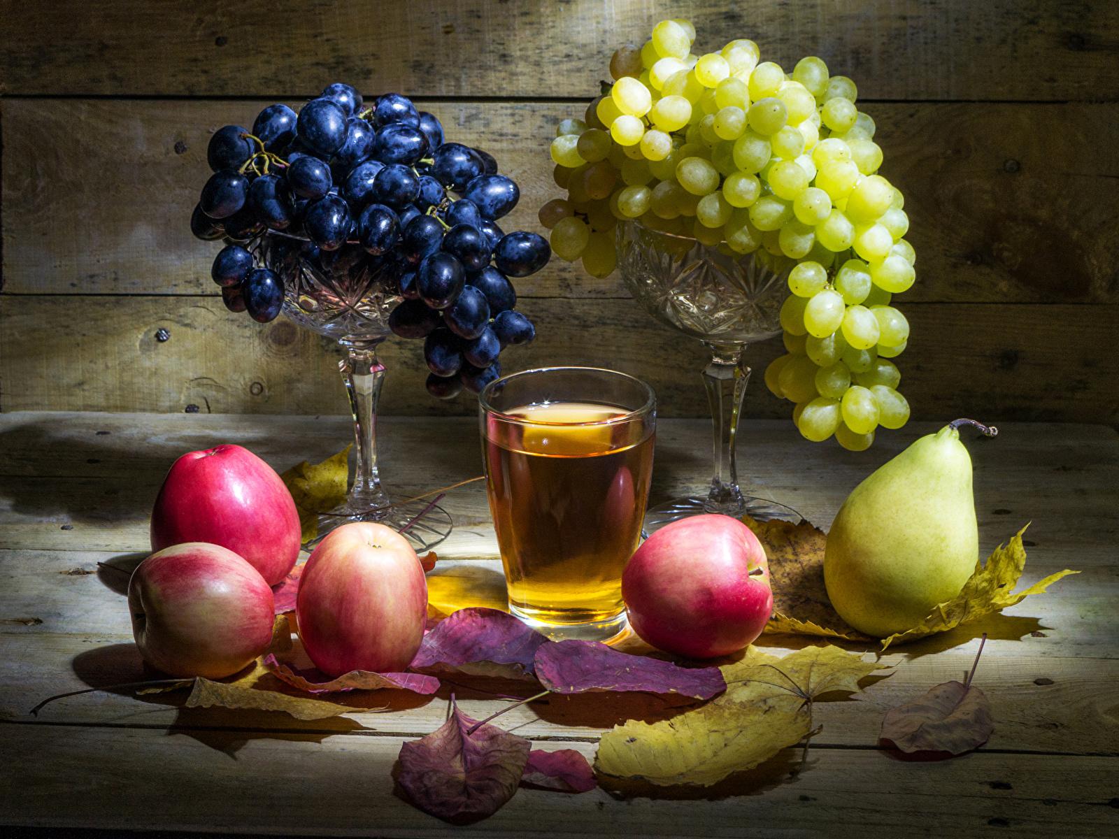 Обои для рабочего стола Листья Сок Груши Стакан Яблоки Виноград Еда Натюрморт 1600x1200 лист Листва стакана стакане Пища Продукты питания