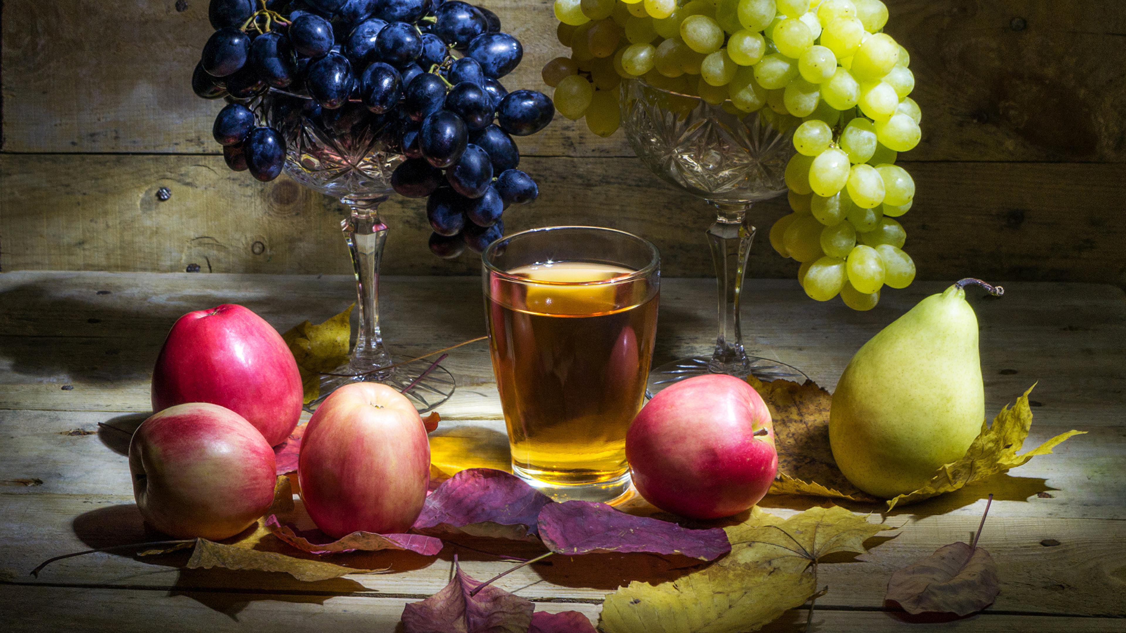 Обои Листья Сок Груши Стакан Яблоки Виноград Еда Натюрморт 3840x2160 лист Листва стакана стакане Пища Продукты питания