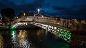 Картинка Ирландия Дублин Реки Мосты Ночные Уличные фонари город