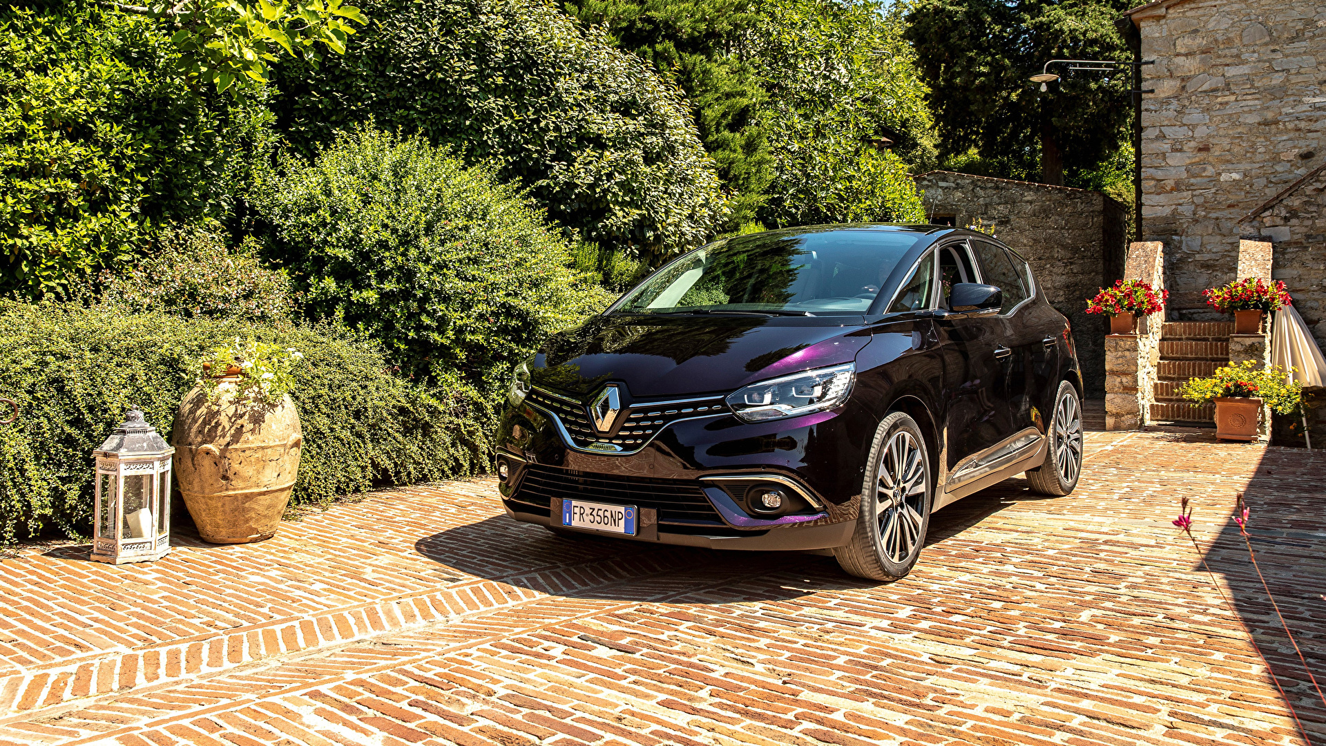 Фотография Renault 2017-19 Scenic Initiale Paris Worldwide бордовая Металлик Автомобили 1920x1080 Рено Бордовый бордовые темно красный Авто Машины