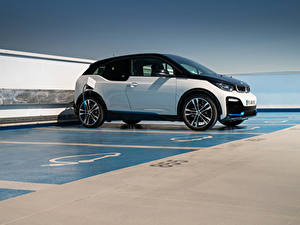 Фотографии BMW Сбоку Парковке i3s, Edition WindMill, (I01), 2020 машина