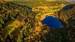 Картинки Ирландия Парки Озеро Леса Дороги Сверху Glendalough Wicklow Mountains National Park