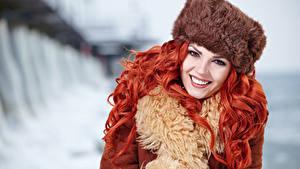 Фотографии Рыжая Шапки Улыбка Красивые Девушки