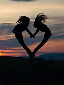 Фото Рассветы и закаты Вечер Сердце Силуэт Вдвоем Девушки